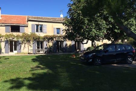 Mas en Provence, parking et piscine - Sénas