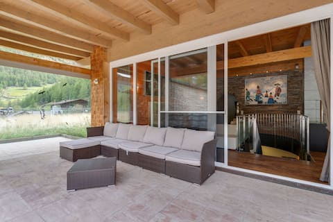 Contemporary Holiday Home in Zwieselstein with Jacuzzi
