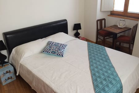 """Situated right above Lagos iconic meeting place """"Mimar snack bar"""", at the very heart of Lagos old town.  This brand new Bed and Breakfast, combines tasteful decor and comfort .  This bright double bed room with shared bathroom ideal for couples !!"""