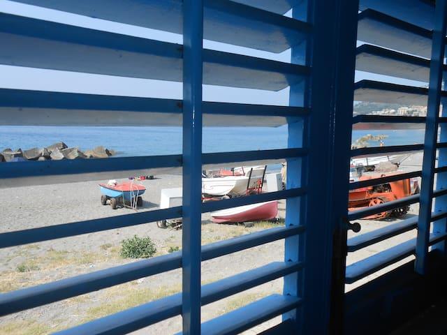 Casa sulla spiaggia a 20 m dal mare - Piraino