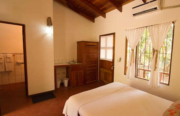 Private Rooms, 1 minute from beach. - Nosara, Nicoya - Cabaña