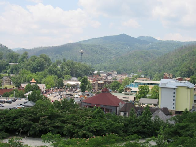 Remodeled Condo overlooking Gatlinburg,walk town
