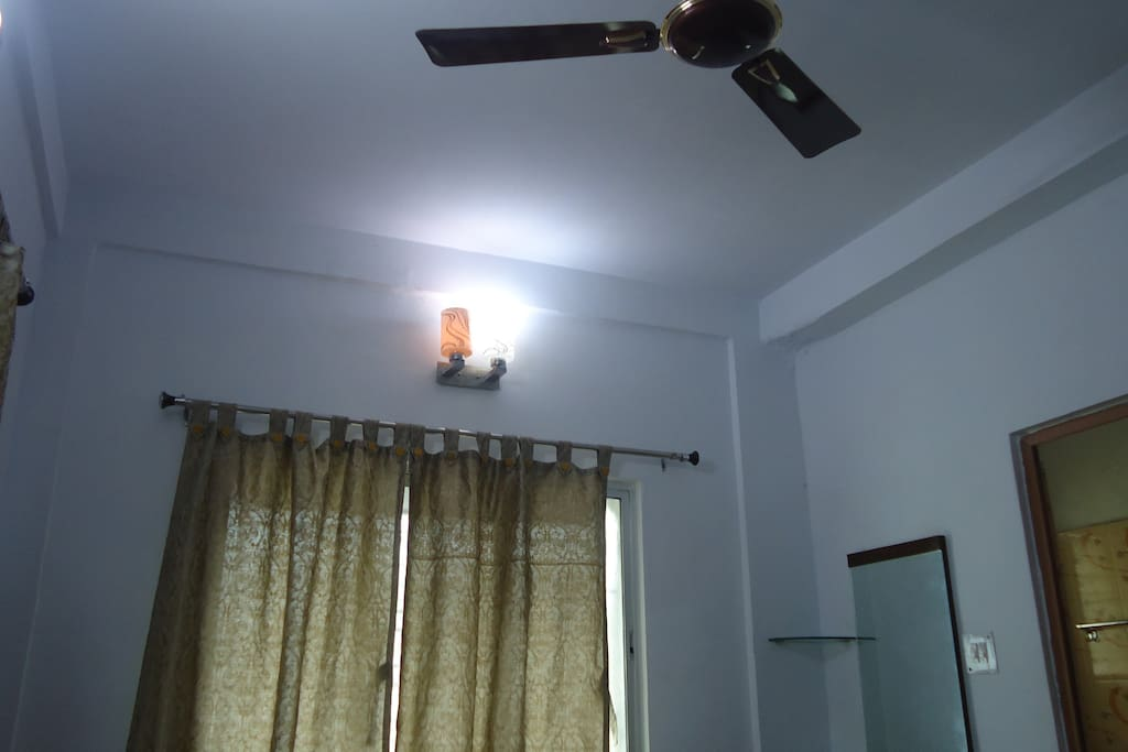bedroom 1 ceiling with fan