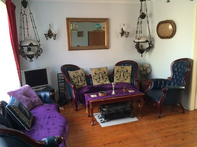 A Bright Sunny Vacant Private Room - Baulkham Hills - Hus