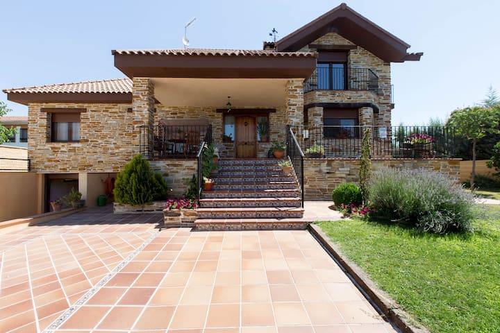 LOS ROSALES DE VENTURADA - Venturada - Haus