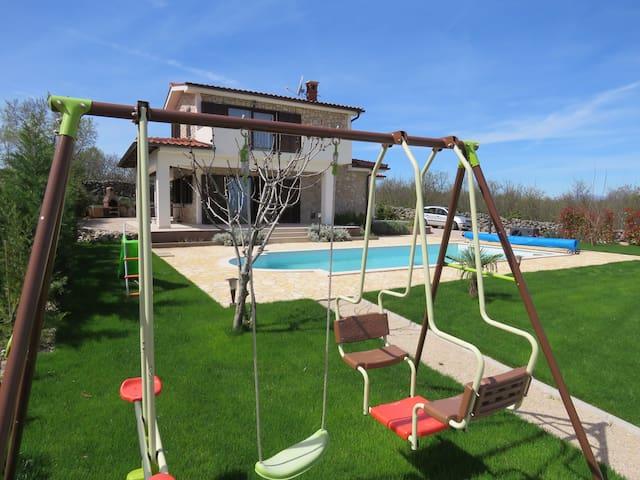 Villa Calypso : piscine chauffée, calme, vue, spa