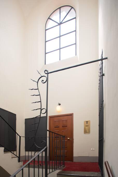 Porta d'accesso all'appartamento