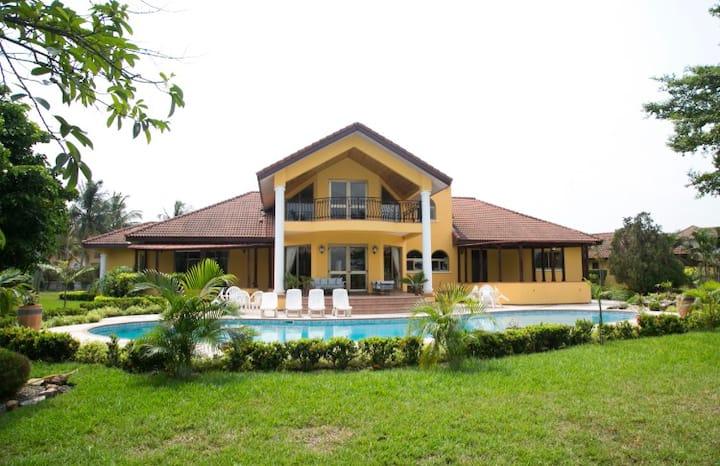 Luxurious Mansion in a Prestigious area