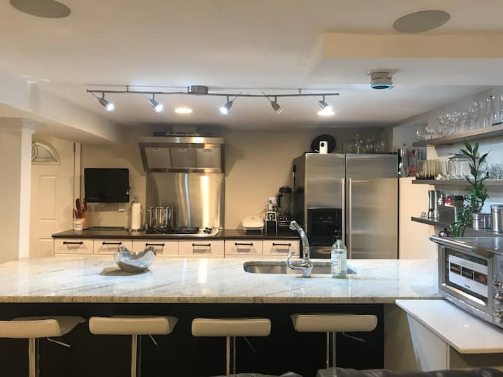 Modern apartment near Downtown Beaches I-95 Trains