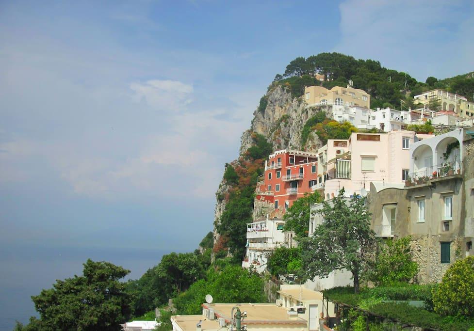 Il residence (ex Villa Behring) visto dalla Piazzetta