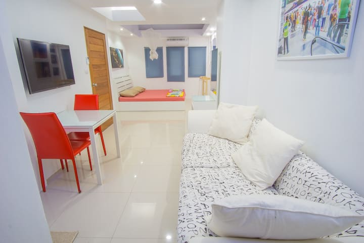 The modern Townhouse with YOGA 2x day and WiFi