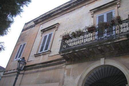 big antique palace outside Lecce - San Cesario di Lecce