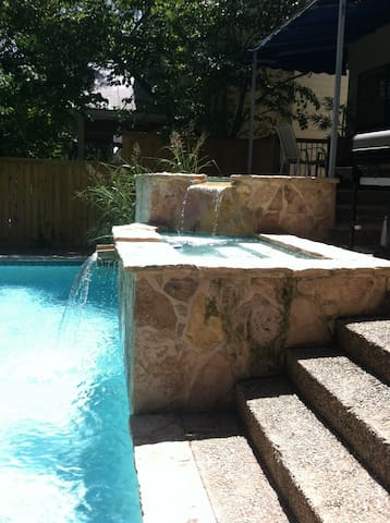 20 mins to Riverwalk, Bdrm A, Pool! - San Antonio
