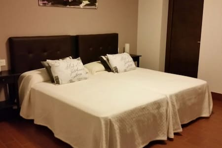 .Habitaciones dobles en el centro.. - Alicante - Bed & Breakfast