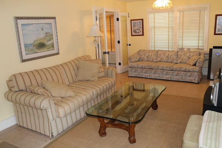 Spacious living room with 2 sofas and a reclining chair