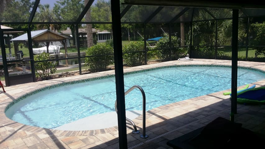 Waterfront home, htd. saltwater pool, near Gulf - Crystal River - Casa