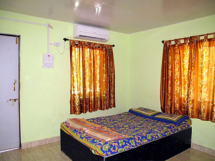 Revankar's Family Homestay, A/C Room