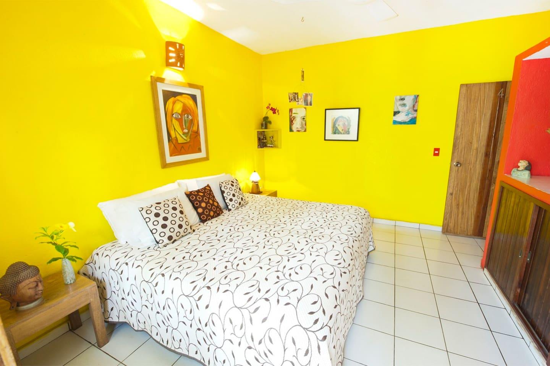 GARDEN ROOM , KINGSIZE BED , PATIO , PRIVAT BATHROOM , GARDENVIEW , ARTWORK
