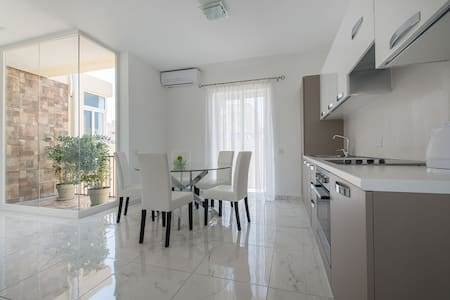 Luxury Penthouse 1 min from the Sea - Apartemen