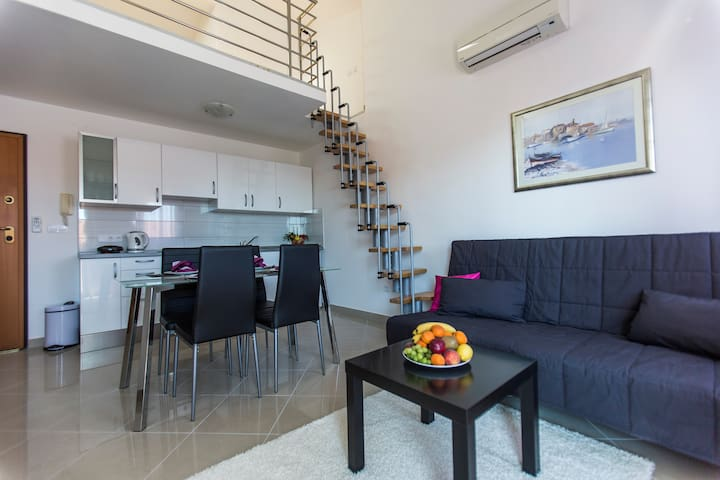 Seaview apartment (200m from beach)