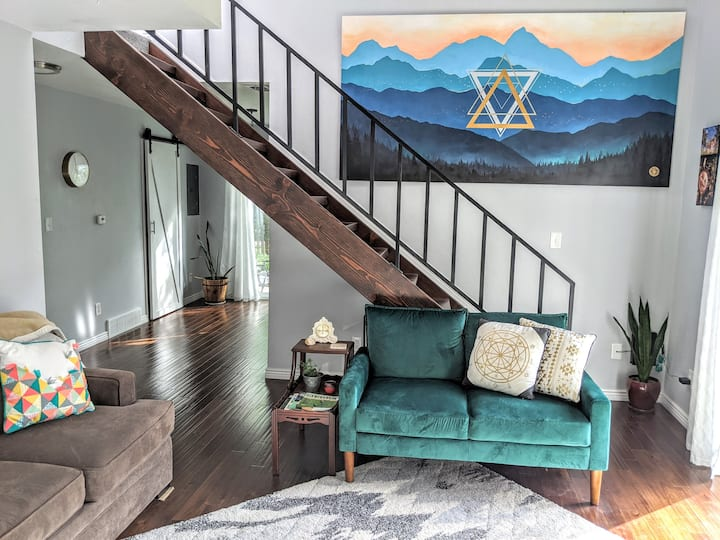 Stylish Updated 3bdrm with Mountain Views