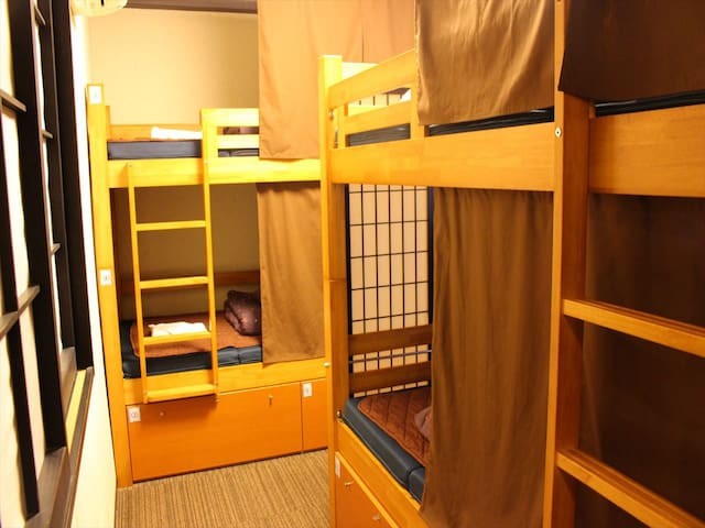Hostel just 5 min from Sta. / 4 bed mixed dorm