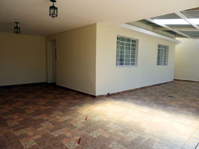 Garagem e apartamento