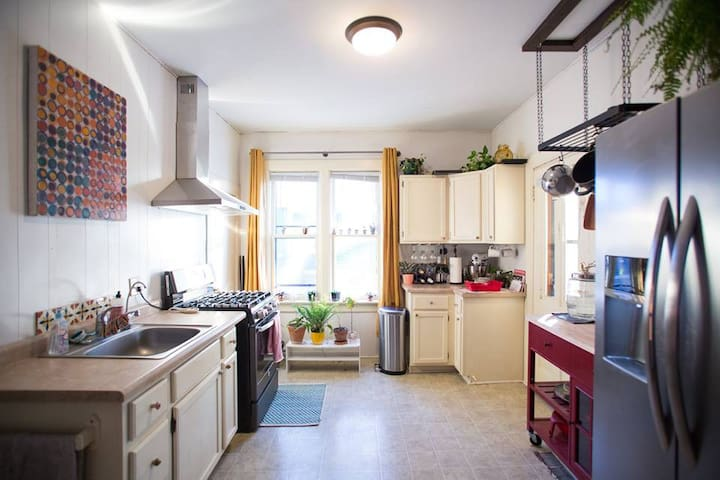 Cozy Stillwater Home, 8 blocks up from Main St