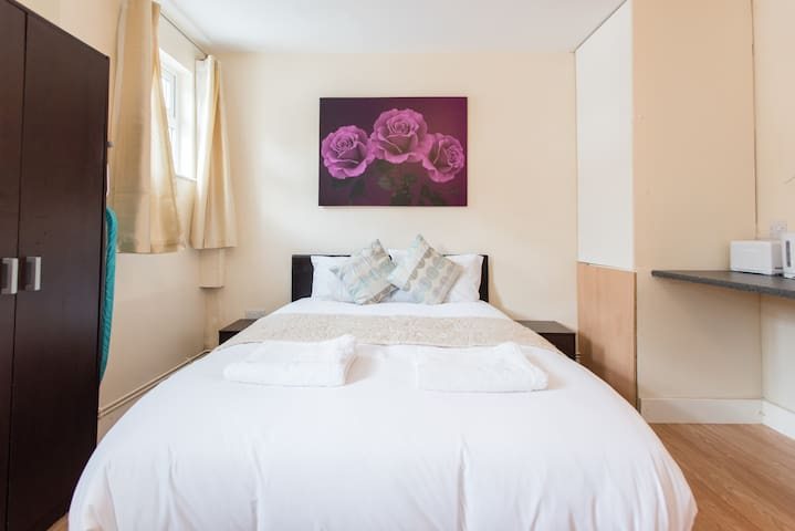 *REDUCED* London Studio - Orpington - Inny