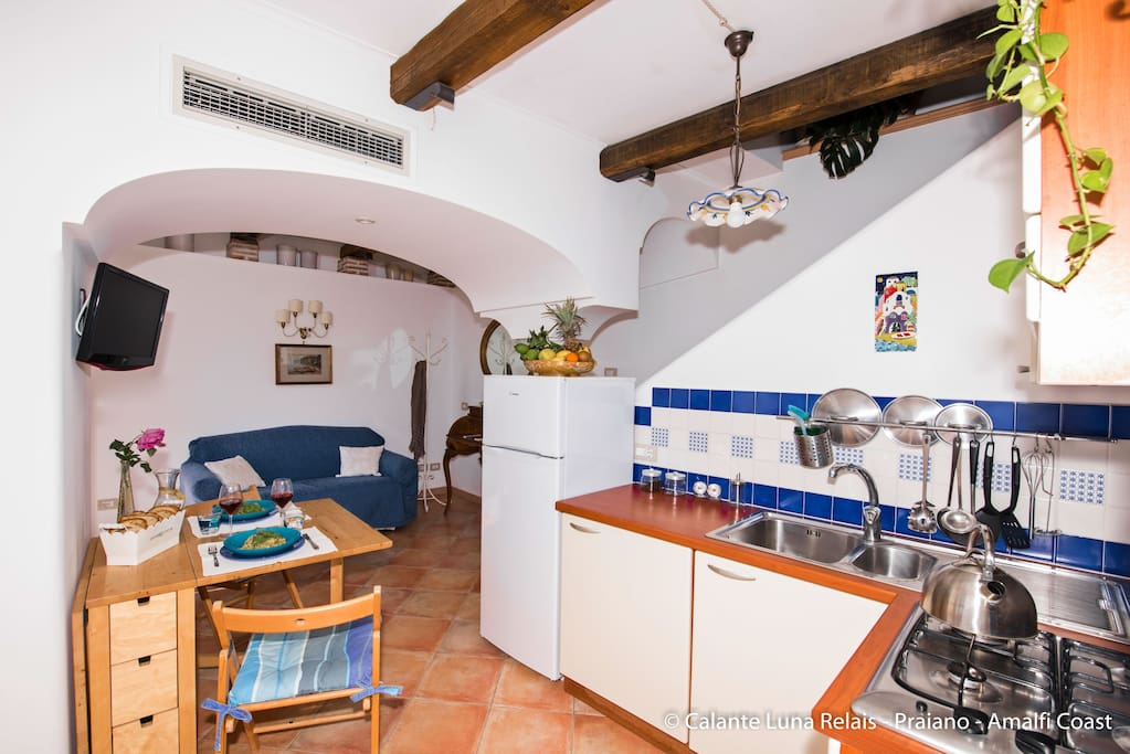 Cucina e salottino/Kitchen and little living area