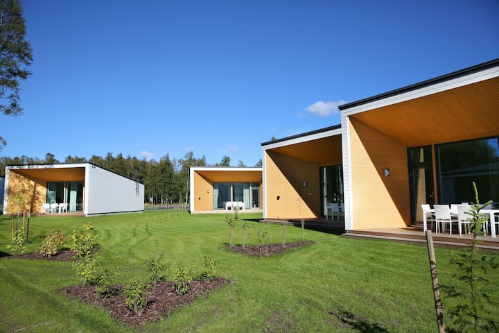 Villa Försti 12 hengelle (2 yhdistettyä huoneistoa) / Villa Försti for 12 people (two interconnected apartments)