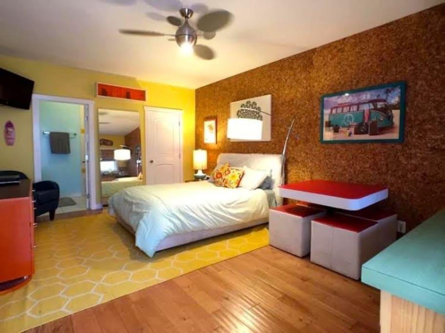 Hardwood Floors, Queen Bed, Funky Furniture, Modern, Spacious