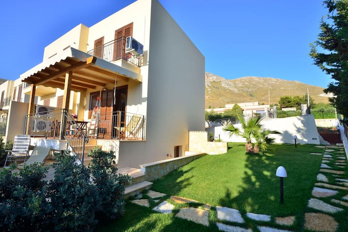 Panoramic House few minutes from the sea - San Vito lo capo - Дом