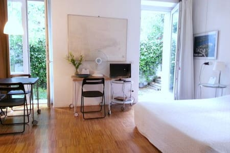 Nice apartment (2+2) - LakeMaggiore - Lesa - Bed & Breakfast