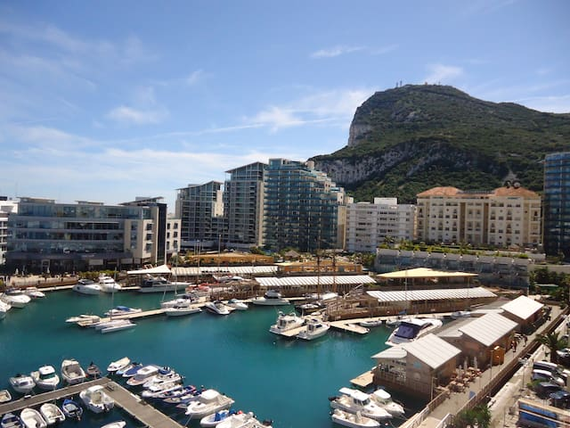 Single room, breakfast, fab views, in central Gib.