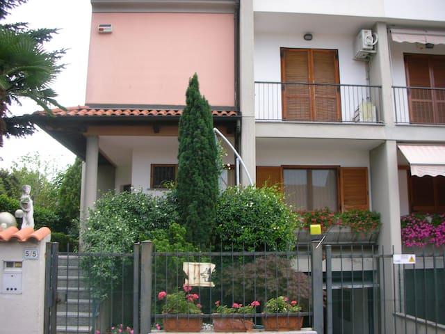 villa signorile a 10 min. da Milano - Robbiano - Hus
