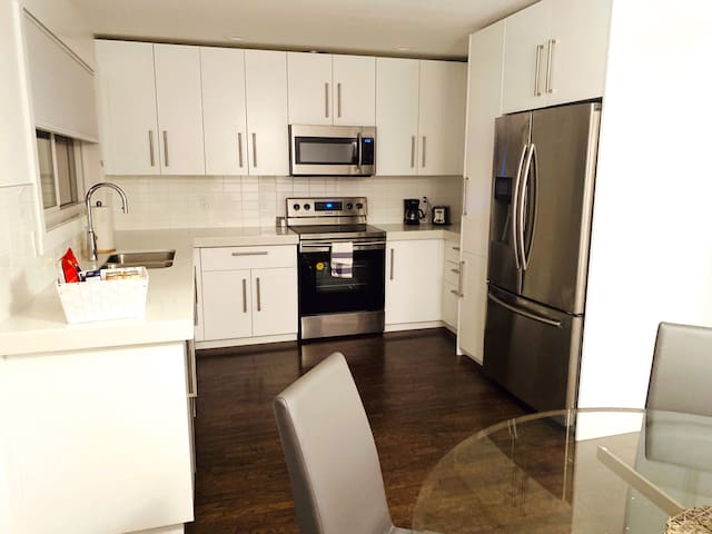 Modern Townhome 10% off on weekly stays