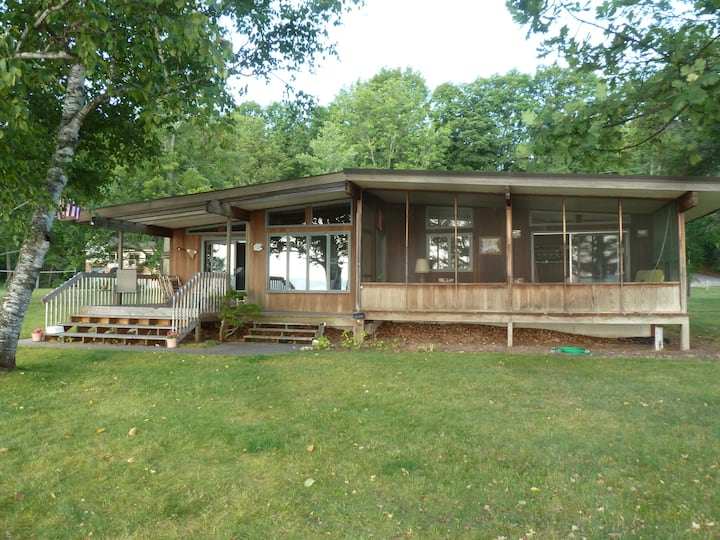 TORCH LAKE FAMILY COTTAGE