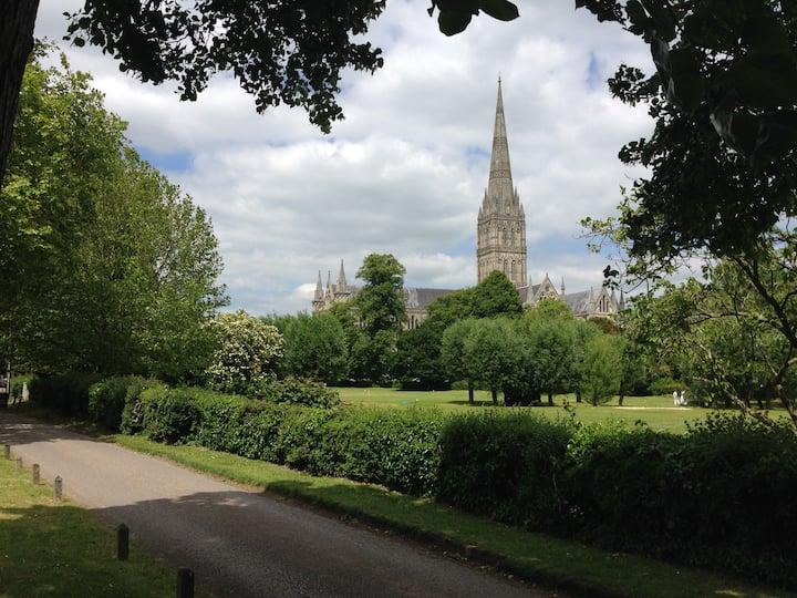 Salisbury Cathedral Close ens.Log Cabin