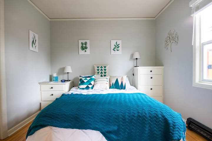 Cozy & Bright Suite In a Charming Neighborhood