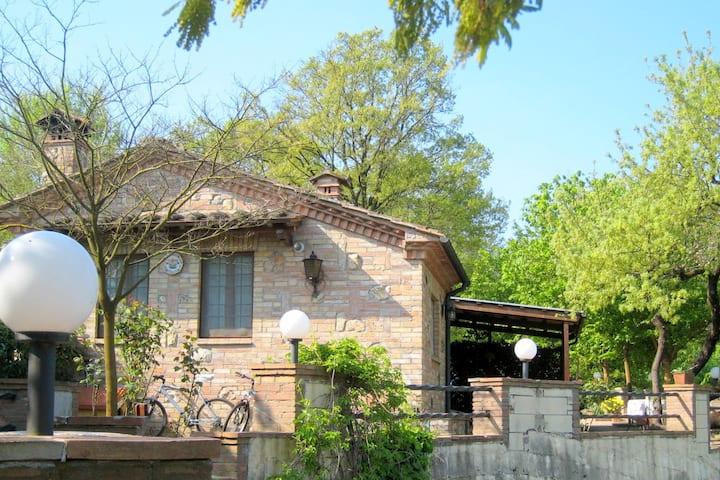 Charmant gîte avec jardin privé situé à Chiusdino en Toscane
