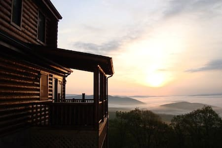 Mountain top log cabin retreat - Mathias