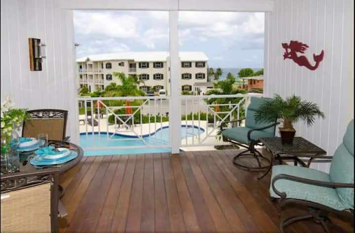 Contemporary Apt with Sea Views & Pool in St.James