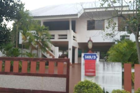 Khainui(Ouy)HomeStay