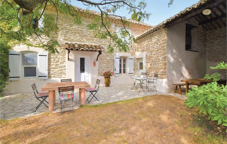 Semi-Detached with 2 bedrooms on 90m² in Cairanne