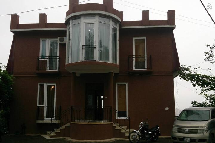 Дом-гостиница на Батумском горе.