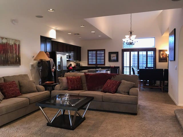 Exceptional 2 Bed/2Bath Townhouse Scottsdale