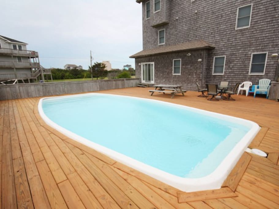 14' x 32' Private swimming pool (Heat available)