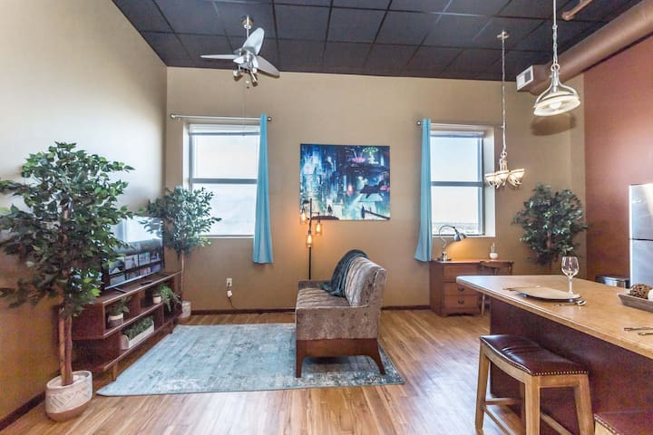 ➤Workcation! ϟ 200 Mbps ϟ  King size bed, Downtown