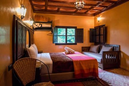 Ouarzazate Suite N5 -Riad Jnane - Imlil - Bed & Breakfast